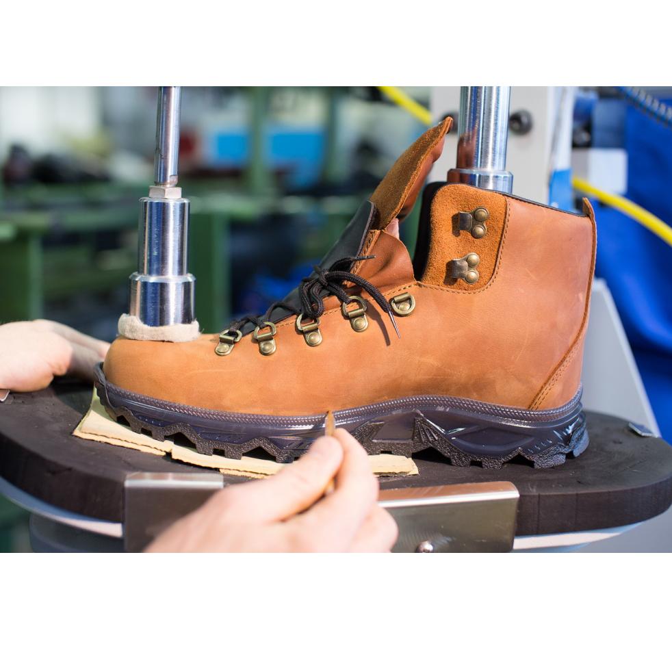 Изготовление трекинговых ботинок